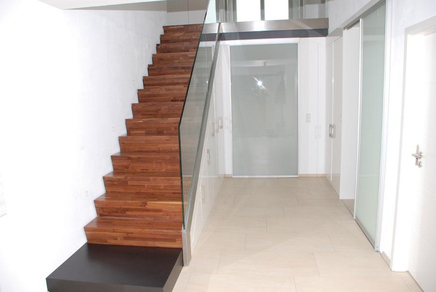 massive treppe einbauschrank. Black Bedroom Furniture Sets. Home Design Ideas