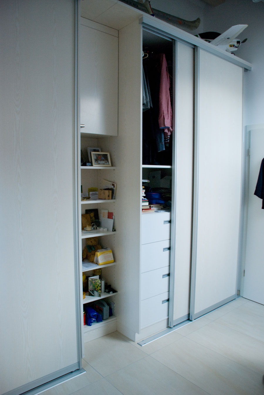 offene k che schr nke mit gleitt ren. Black Bedroom Furniture Sets. Home Design Ideas