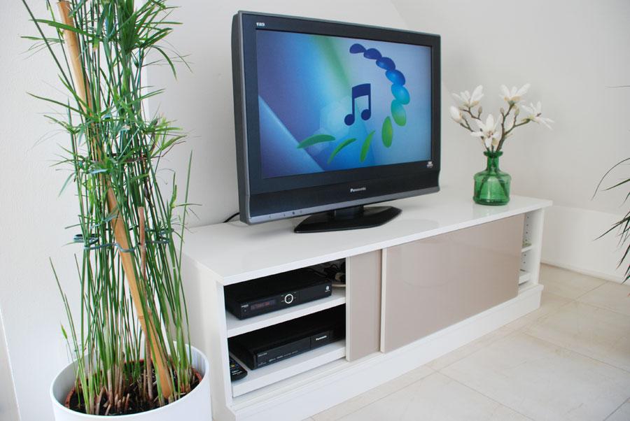 tv lowboard hochglanz wei. Black Bedroom Furniture Sets. Home Design Ideas