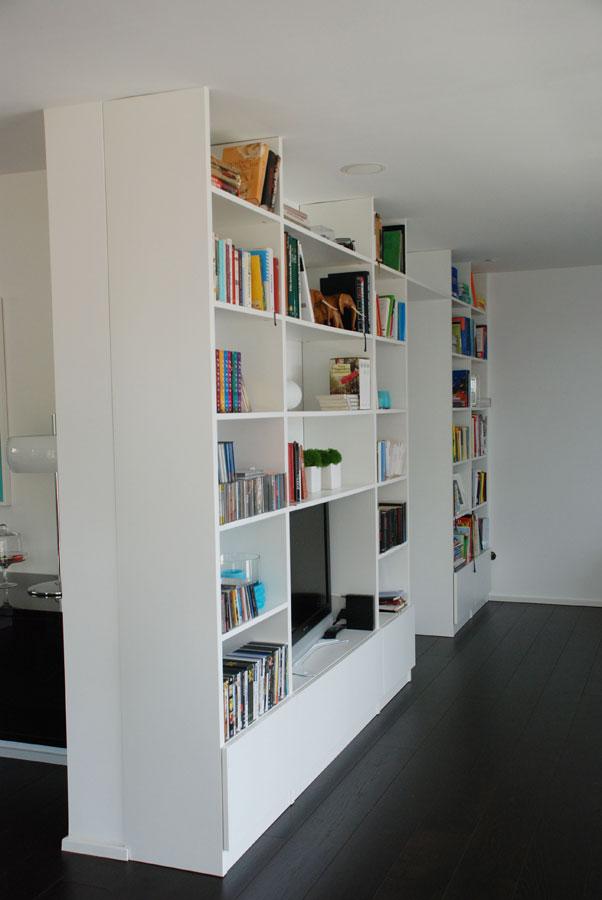 wohnzimmer regalwand in wei. Black Bedroom Furniture Sets. Home Design Ideas
