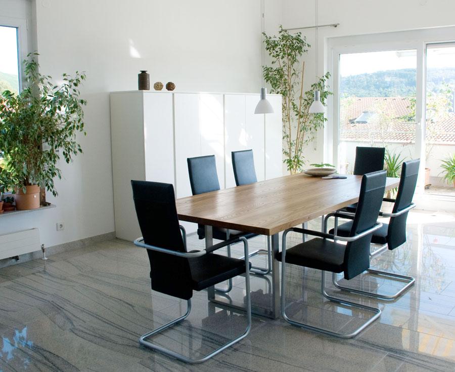 wohn und esszimmer in matt wei r ster. Black Bedroom Furniture Sets. Home Design Ideas