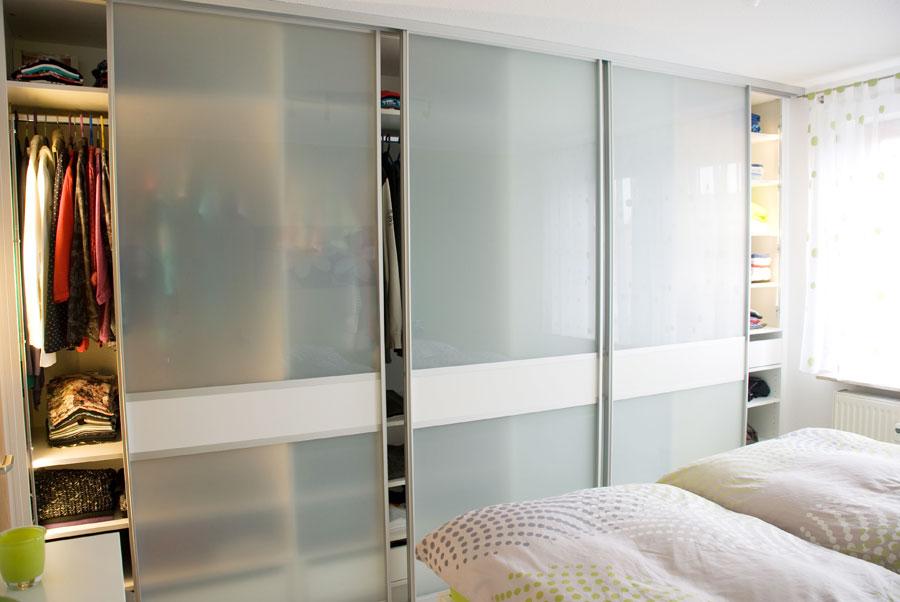 schlafzimmer mit doppelbett. Black Bedroom Furniture Sets. Home Design Ideas