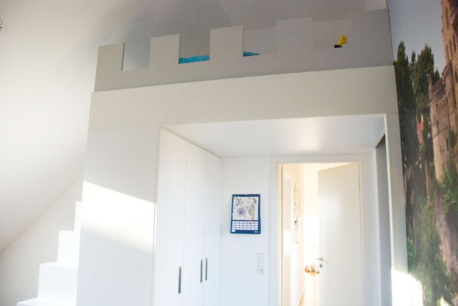 hochbett mit kleiderschrank. Black Bedroom Furniture Sets. Home Design Ideas