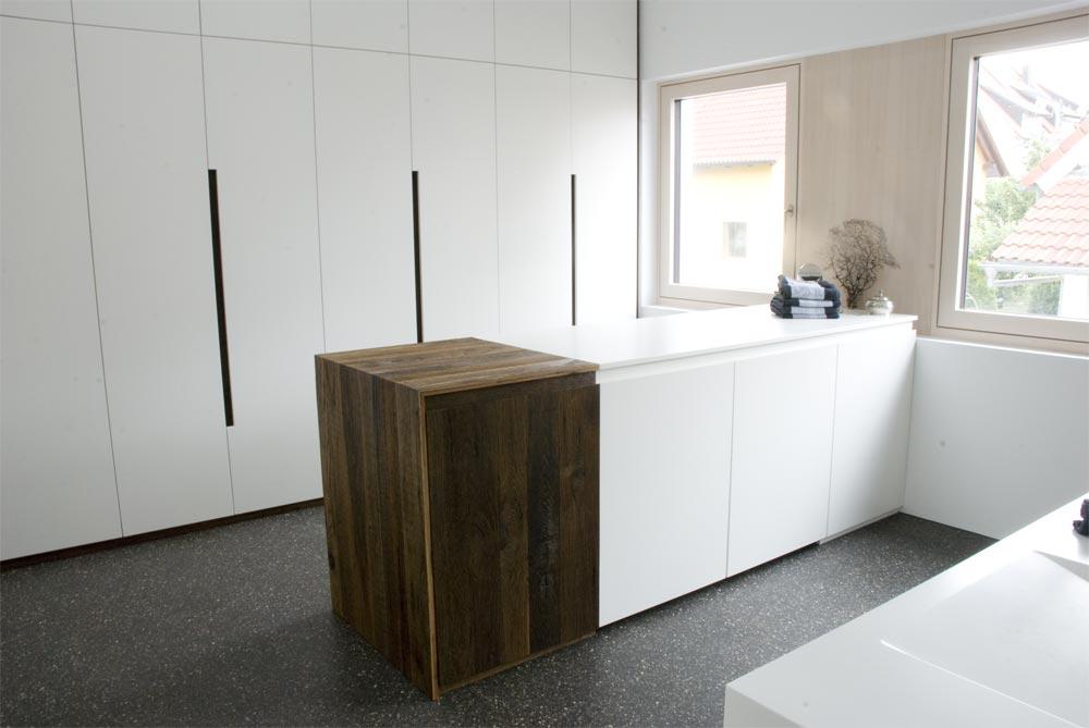 Bad einbauschrank unter dachschr ge und garderobe for Garderobe echtholz eiche