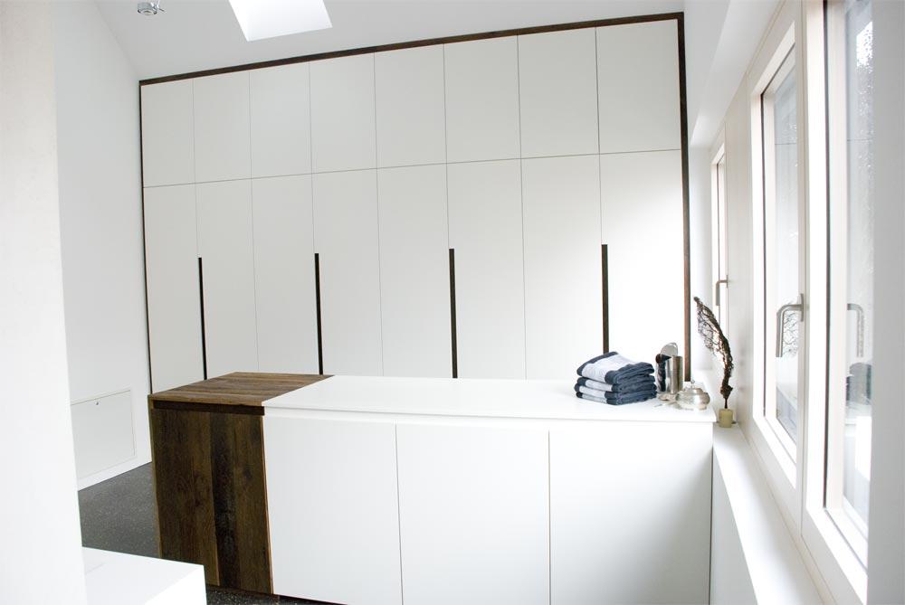 Bad einbauschrank unter dachschr ge und garderobe for Bad unter dachschrage
