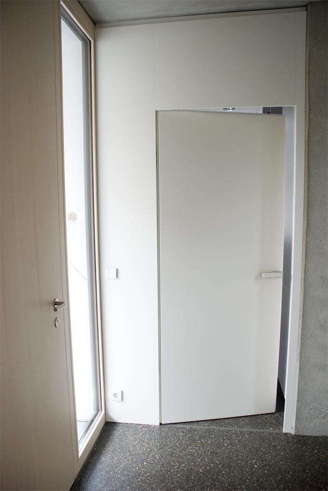 bad einbauschrank unter dachschr ge und garderobe. Black Bedroom Furniture Sets. Home Design Ideas