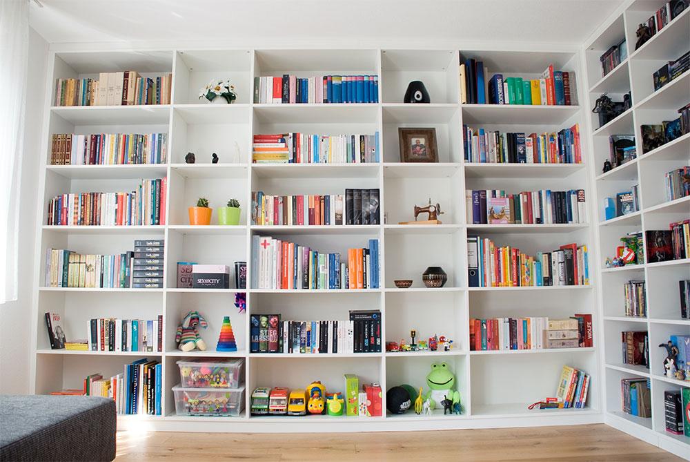regal im wohnzimmer. Black Bedroom Furniture Sets. Home Design Ideas
