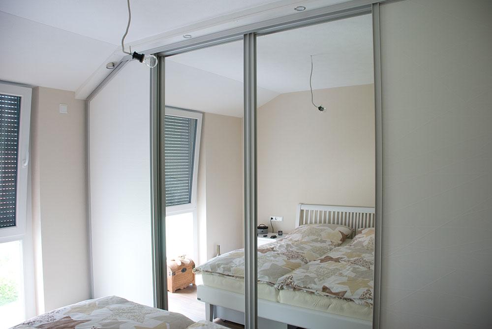 wohnzimmer schlafzimmer und garderobe. Black Bedroom Furniture Sets. Home Design Ideas