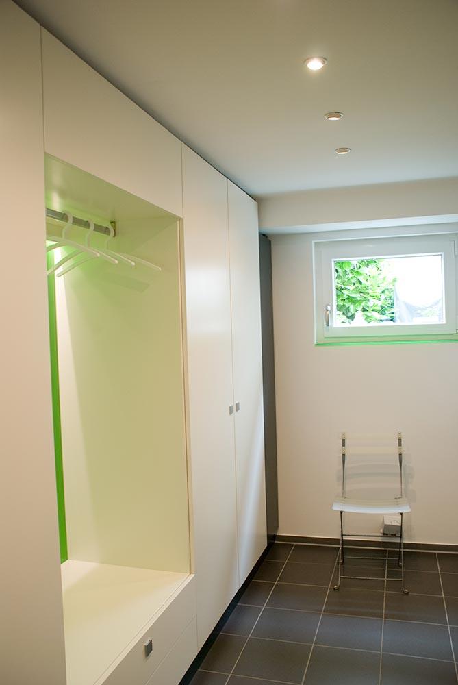 garderobe led beleuchtet. Black Bedroom Furniture Sets. Home Design Ideas