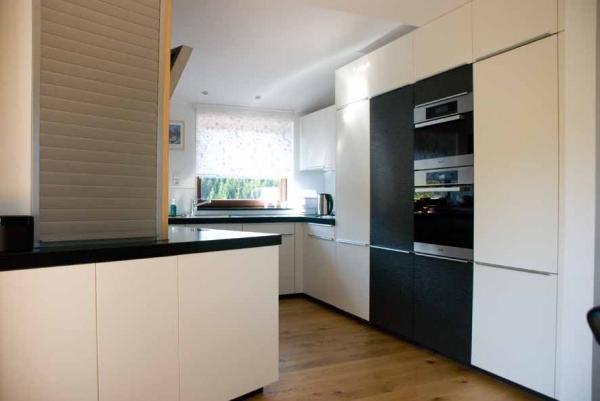 k che mit schr ger r ckwand. Black Bedroom Furniture Sets. Home Design Ideas