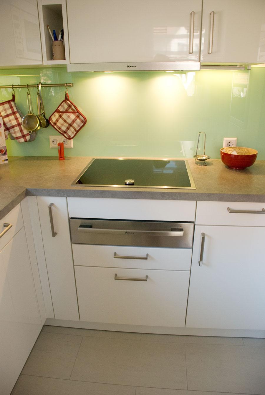 kche auf kleinstem raum trendy kuche kleiner raum zentraler punkt dieser wohnung ist der groae. Black Bedroom Furniture Sets. Home Design Ideas