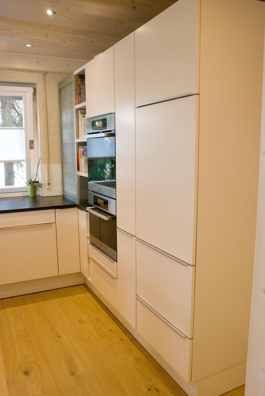 offene k che in wei matte fronten. Black Bedroom Furniture Sets. Home Design Ideas
