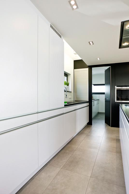 Grifflose Küche in Weiß, matt