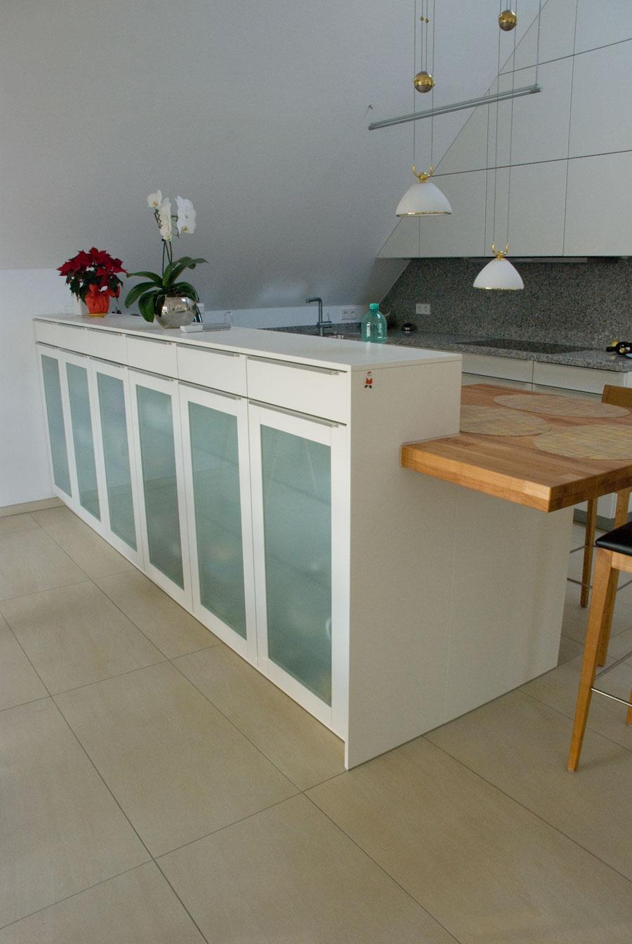 Offene Küche, Schränke mit Gleittüren
