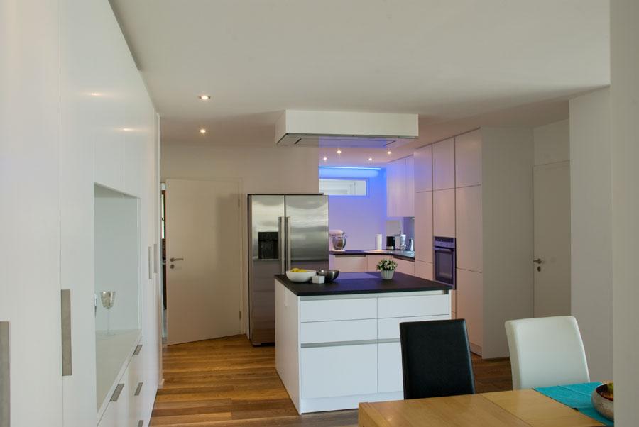 Küche, Badausbau und Boden