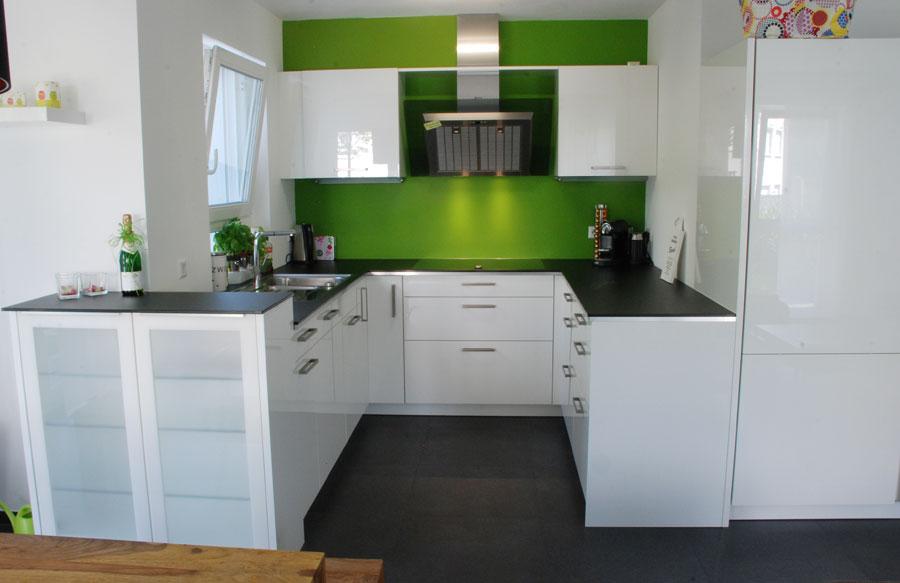Küche in Weiß mit dünner Steinplatte | {Küche steinplatte 16}