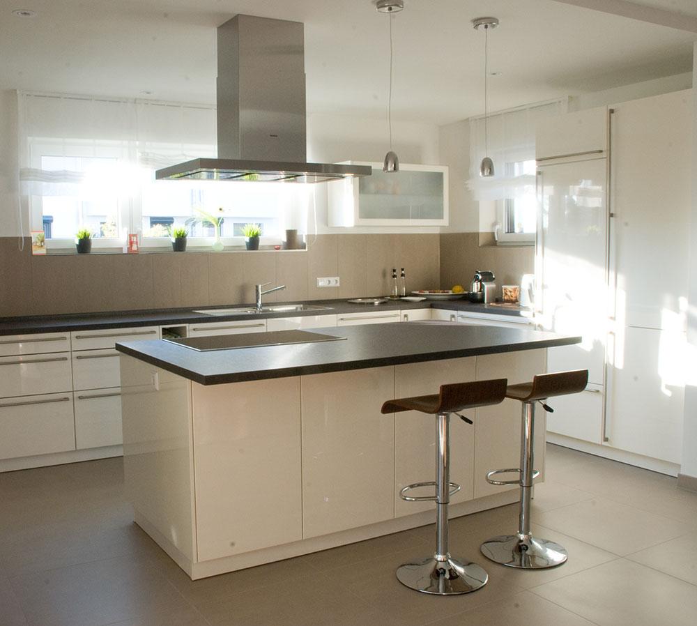 k che wei mit schwarzer arbeitsplatte k che 0 finanzierung spritzschutz granit aus ytong ikea. Black Bedroom Furniture Sets. Home Design Ideas