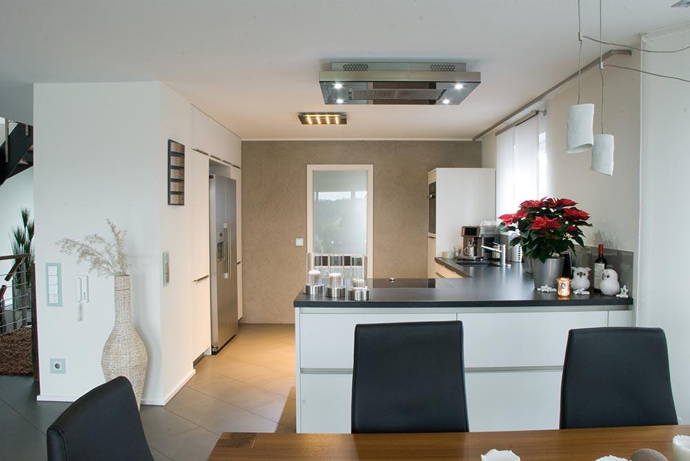Kochinsel Und Esstisch In Einem ~ küche mit kochinsel und steindeckplatte