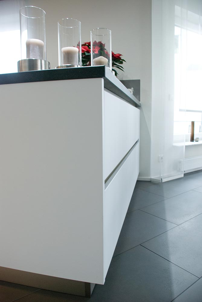 m bel k chen von der kochinsel bis zum stylishen. Black Bedroom Furniture Sets. Home Design Ideas