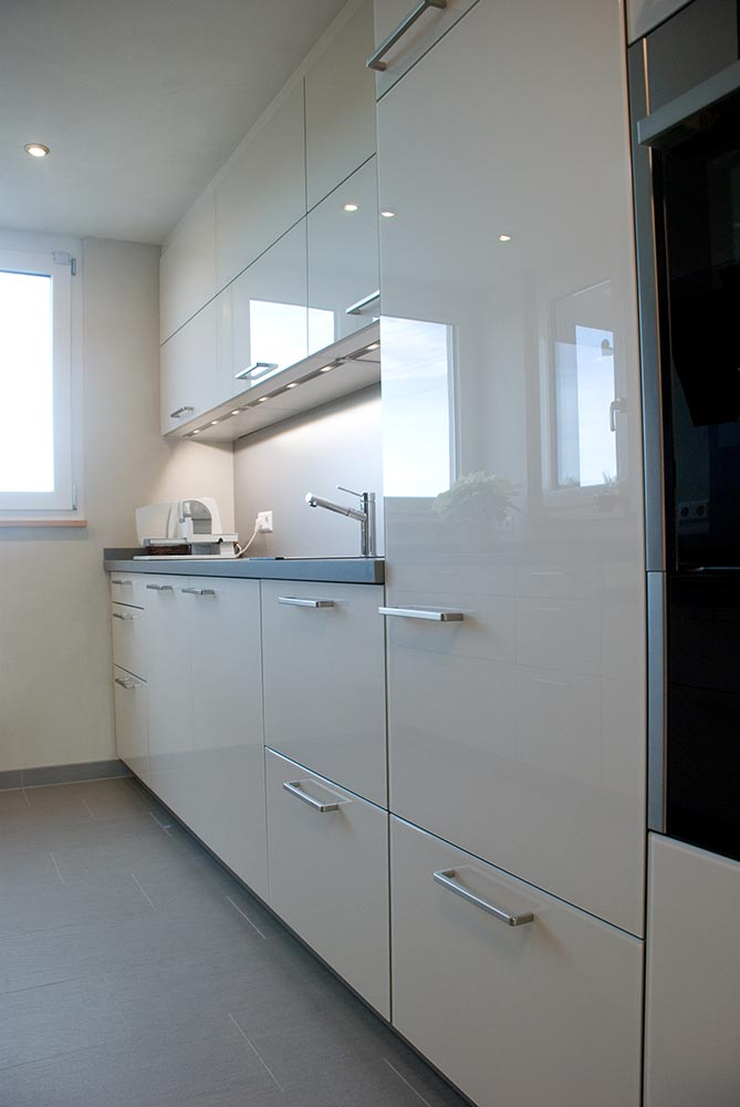 k che auf hochglanz lackiert. Black Bedroom Furniture Sets. Home Design Ideas