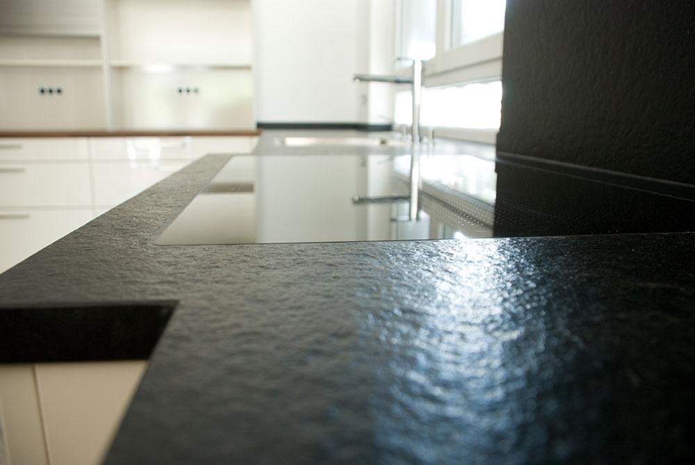 Küche in weiß mit Echtholz Arbeitsplatte