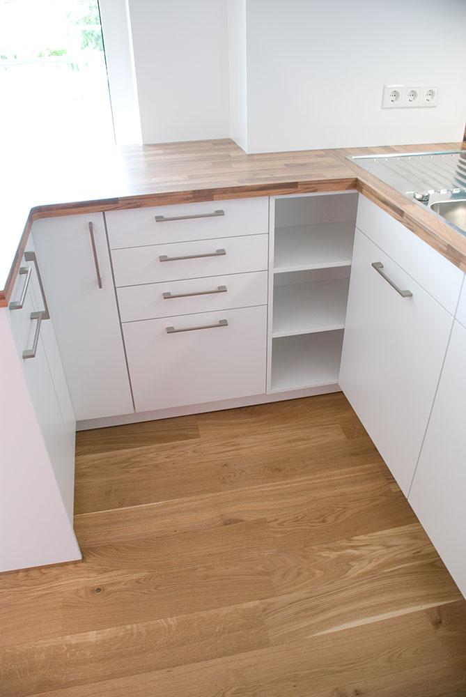 k che in weiss mit motiv glasr ckwand. Black Bedroom Furniture Sets. Home Design Ideas