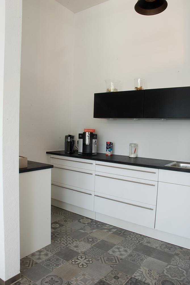 teek che. Black Bedroom Furniture Sets. Home Design Ideas