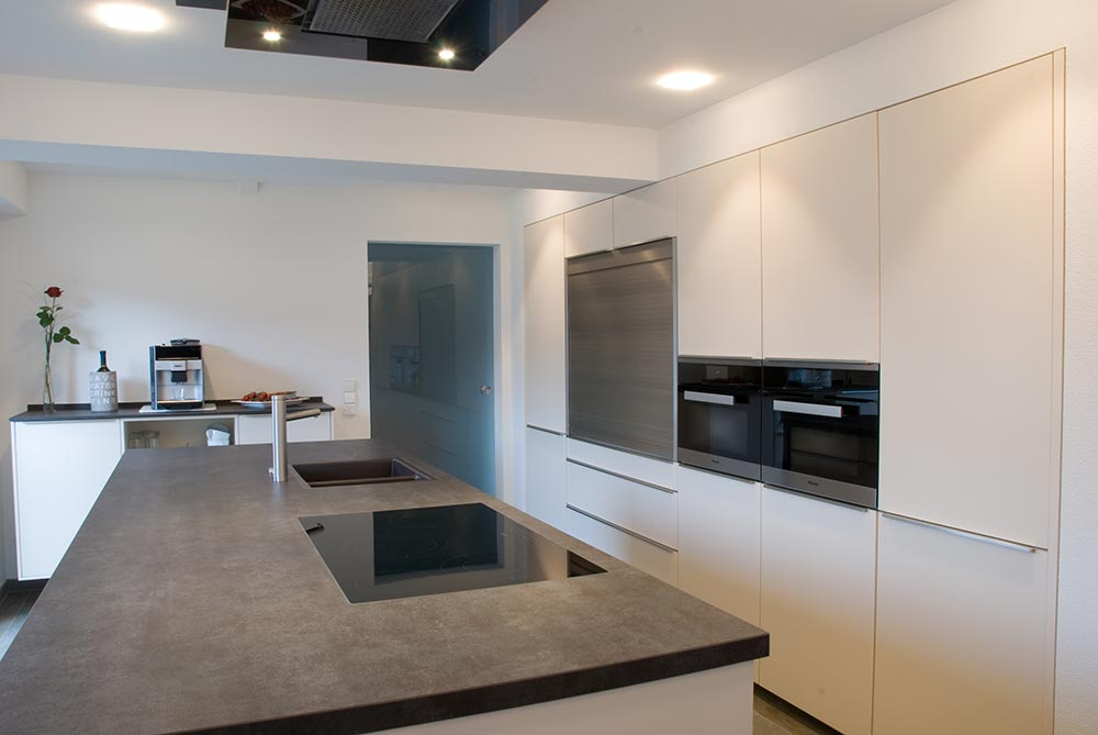 k che mit kochinsel. Black Bedroom Furniture Sets. Home Design Ideas