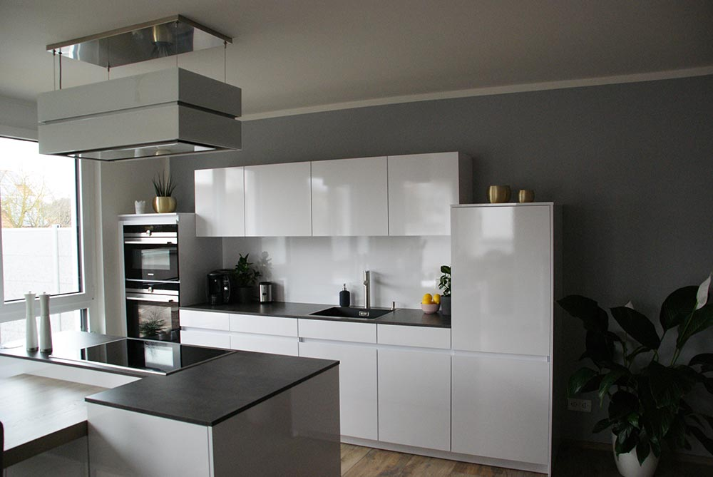 k che in wei hochglanz. Black Bedroom Furniture Sets. Home Design Ideas