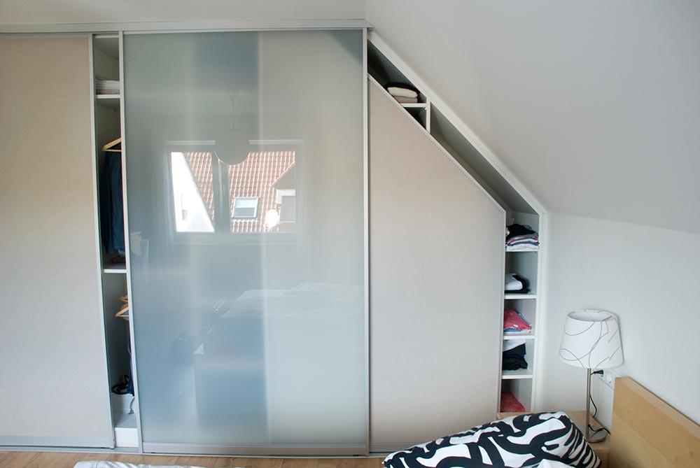 einbauschrank mit drei schiebet ren. Black Bedroom Furniture Sets. Home Design Ideas