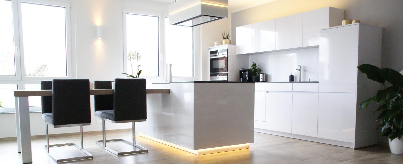 k che in magnolia hochglanz. Black Bedroom Furniture Sets. Home Design Ideas